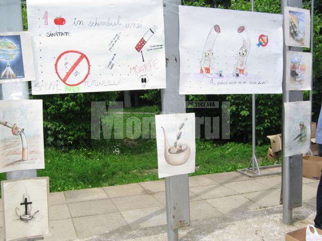 desenele cu mesaj anti-fumat expuse in Piata Drapelului