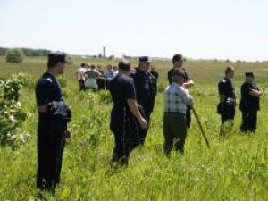 Ilenuţa Nuţu a fost căutată de rude şi săteni, sprijiniţi de poliţişti, şi jandarmi