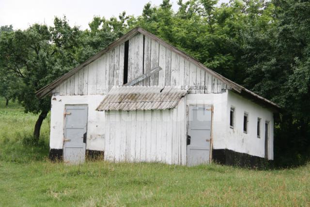 WC-ul şcolii din Valea Glodului