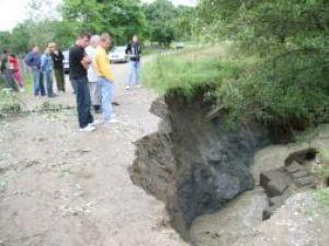 Ploi: Inundaţii la Boroaia şi Ulma