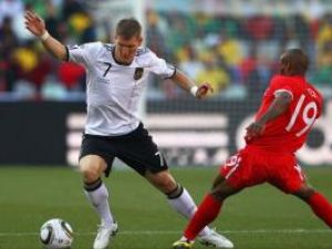 Reprezentativa Germaniei a învins, duminică, la Bloemfontein, cu scorul de 4-1 (2-1), selecţionata Angliei