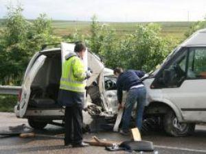 Lovit din lateral, şoferul nu a supravieţuit impactului