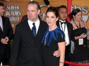 Sandra Bullock a divorţat de Jesse James