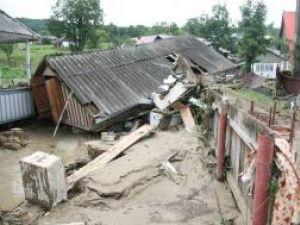 Peste 600 de case au fost inundate, alte 150 de locuinţe sunt afectate