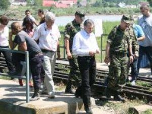 Radu Berceanu s-a aflat, în cursul zilei de ieri, în judeţul Suceava, unde a vizitat localităţile afectate de calamităţi