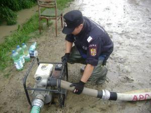 Peste 130 de pompieri, de la cinci inspectorate pentru situaţii de urgenţă din ţară, au ajuns la Suceava
