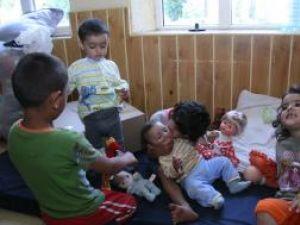 Micuţii goniţi de puhoaie şi-au găsit adăpost la grădiniţa din comună