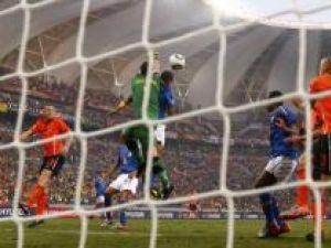 Reprezentativa Olandei a învins, ieri, cu scorul de 2-1 (0-1), selecţionata Braziliei