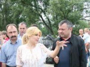 Prefectul Sorin Popescu, ministrul Dezvoltării, Elena Udrea, şi deputatul Ioan Bălan