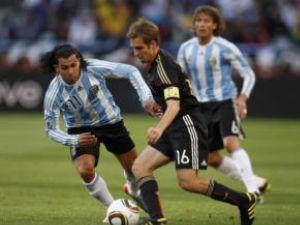 Reprezentativa Germaniei s-a calificat în semifinalele Cupei Mondiale, după ce a învins, cu scorul de 4-0 (1-0), selecţionata Argentinei
