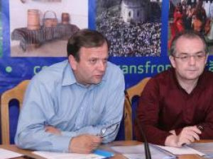 Preşedintele Consiliului Judeţean Suceava, Gheorghe Flutur, şi prim-ministrul Emil Boc