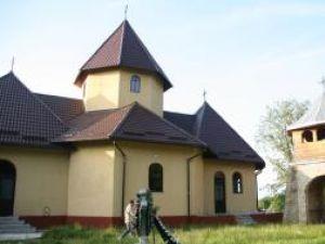 Biserica din satul Văşcăuţi unde preotul Gheorghe Cristinel Pînzaru este paroh