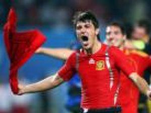 Cine se va bucura mâine seară: David Villa (stânga) sau Wesley Sneijder?