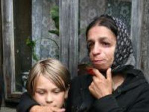 Angela Rusu, mama copiilor, alături de Irina, fiica de zece ani
