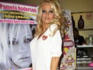 Pamela Anderson a lucrat ca voluntar la un centru pentru protecţia animalelor