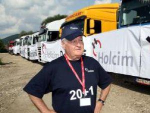 Directorul Holcim a venit personal să vadă cum se distribuie cele 180 de tone de ciment donat la Suceava