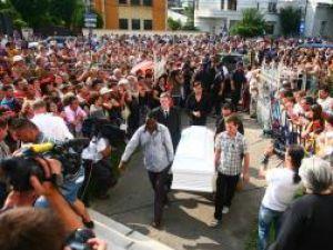 Mădălina Manole a fost înmormântată la Ploieşti în prezenţa a 5.000 de persoane. Foto: MEDIAFAX