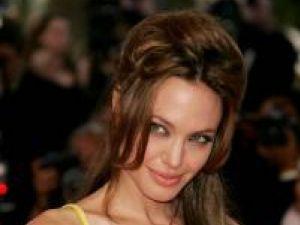 Angelina Jolie promite o Cleopatra complet diferită de cea interpretată de Elizabeth Taylor