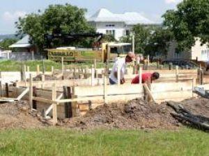 14 case reconstruite, cu mortar de zidărie Tassullo, la Şerbăuţi