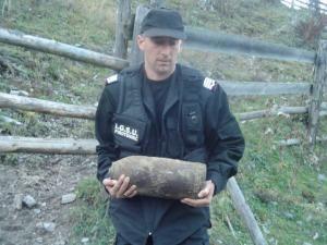Iulian Pentilescu a avut misiuni la care a fost nevoie să care bomba în braţe, prin munţi