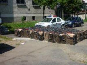 În maşină poliţiştii au descoperit 120 de baxuri de ţigări marca Viceroy, în valoare de 552.000 de lei