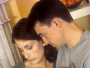 Tinerii părinţi pierd şase luni de somn în primii doi ani după naşterea bebeluşului