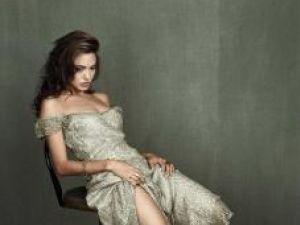 Potrivit unui biograf britanic: Sentimentul de respingere a transformat-o pe Angelina Jolie într-o rebelă