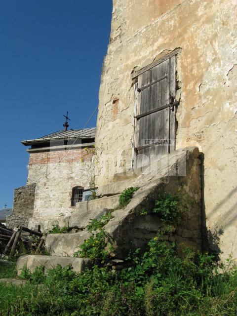 Scara exterioară a turnului-clopotniţă