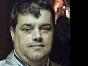 """Întrebat de ce a fost reţinut, """"Ion Petrişor"""" şi-a tras tricoul peste cap şi a răspuns ironic: """"atentare la preşedintele statului"""""""