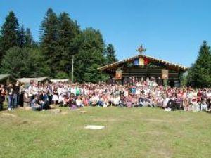 Adunarea Tinerilor Creştini Ortodocşi: 400 de tineri din Mitropolia Moldovei şi Bucovinei au stat două zile la Nemţişor