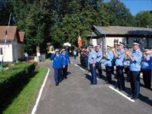 Ceremonia de absolvire a primei promoţii de absolvenţi ai şcolii de jandarmi Fălticeni