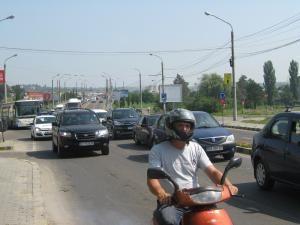 Ieri, zeci de mii de maşini au blocat principalele artere de circulaţie