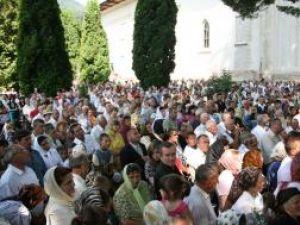 Mii de oameni au fost prezenţi ieri la Slatina, la hramul mănăstirii