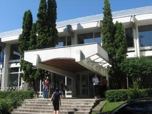"""Universitatea """"Ştefan cel Mare"""" Suceava a oferit unor copii din Voievodeasa (Suceviţa) şi Pătrăuţi haine, rechizite şcolare şi alimente"""