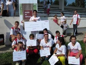 Umanitar: Angajaţii EGGER au alergat de aproape 2000 de euro pentru orfanii din Rădăuţi