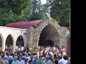 Ceremonie impresionantă de Sfânta Maria, la Sanctuarul de la Cacica