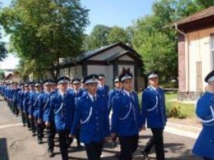 Examen dificil: Aproape 10 candidaţi pe un loc, la admiterea la Şcoala Militară de Subofiţeri Jandarmi Fălticeni