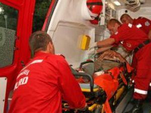 La spital: Bătrân de 72 ani, bătut cu parul şi tăiat cu cuţitul de un tânăr de 27 de ani