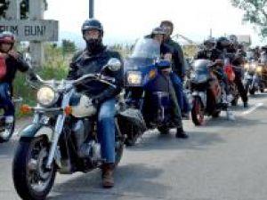 Sute de motociclete şi aproape o mie de pasionaţi de motociclism au luat parte la cea de-a patra întrunire a Bukowina Motor Club