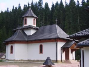 La Brodina de Sus, o bijuterie de biserică va fi sfinţită de ÎPS Pimen