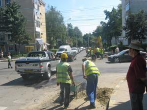 Lucrări de asfaltare, la oră de vârf