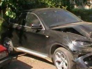Autoturismul BMW a lui Turtureanu are avarii serioase în partea din faţă