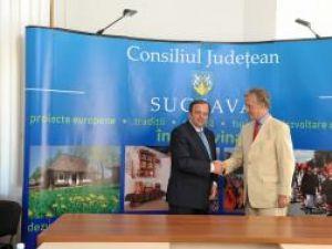Preşedintele Consiliului Judeţean Suceava, Gheorghe Flutur, şi ambasadorului Germaniei la Bucureşti, Andreas von Mettenheim