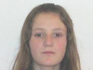 Adolescentă dispărută de acasă, căutată de părinţi cu ajutorul poliţiei