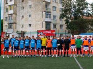 Echipele Marelvi Vicov (stânga) şi Interconti Suceava (dreapta) au disputat finala