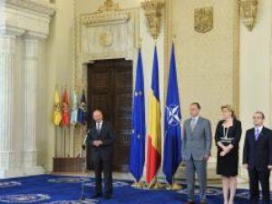 Băsescu lui Boc: Este ceea ce vă cer, domnule prim-ministru, în modul cel mai ferm: austeritate pentru toţi! Foto: Sorin LUPŞA