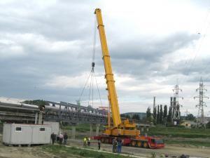 Podul rupt de ape a fost refăcut cu cele mai mari confecţii metalice realizate în judeţul Suceava