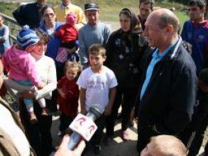 """Traian Băsescu: """"Cert este că exact ticăloşii care au cumpărat voturi păcălindu-i foarte grav pe pensionari că le pot dubla pensiile acum ţipă"""""""