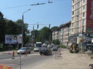 Bulevardul Ana Ipătescu va fi blocat pe trei benzi de circulaţie, începând de astăzi, de la ora 14.00
