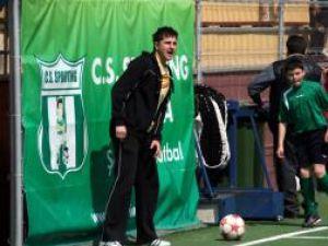 Adrian Cerlincă stă tot timpul cu gura pe elevii săi